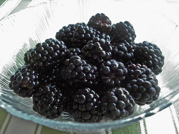 Blackberries in glass dish