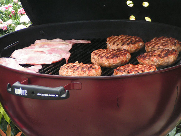 Spanish-style burgers and smokey bacon on the Weber Master-Touch BBQ