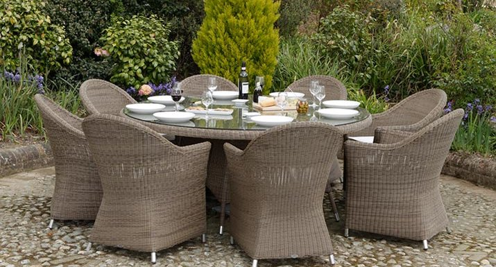 Cover your rattan garden furniture in winter to keep it looking