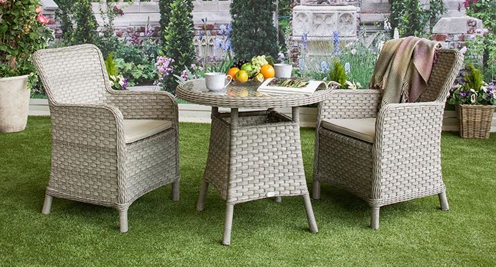 Broken strands of synthetic rattan garden furniture can easily be
