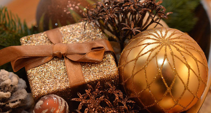 Christmas decorations in bronze and gold
