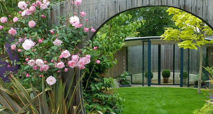 Garden landscaping hayes garden world for Garden design help