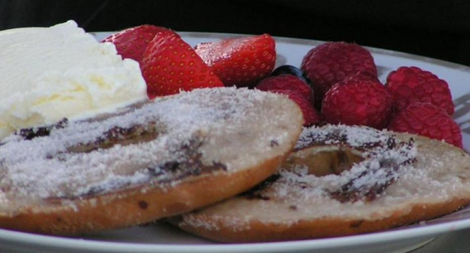 Toasted bagels for the BBQ with summer berries & ice-cream