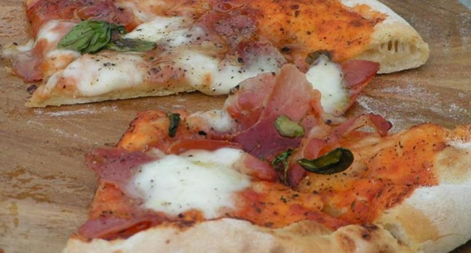 Pizza with Serrano ham and mozzarella baked in the Alfa pizza oven