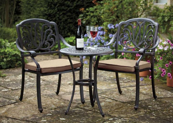 hartman amalfi bistro set metal garden furniture hayes garden world rh hayesgardenworld co uk
