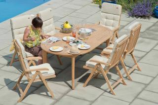 A spacious extending set with recliner armchairs for family occasions or parties.