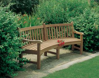 Barlow Tyrie Code 1GLR28. The Glenham Curved Seat is ideal for recreational grounds, gardens, parks and cemeteries.