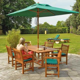 This spacious set for 6 has a fixed leg rectangular table & comes with a parasol.