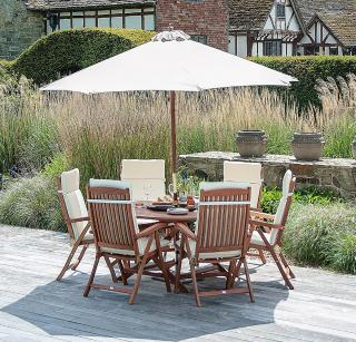 This 6 seat set is easy to store with its folding garden table & recliner chairs.