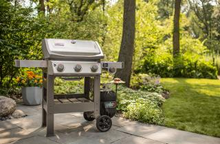 A spacious, stainless steel 3 burner BBQ from Weber combining the new GS4 grilling system with the versatility of a Gourmet BBQ system grate & a side burner.