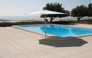 Barlow Tyrie Code 4NA28C.302 The Napoli 2.8m Tilting Parasol will give fantastic coverage but also is stylish and lightweight.