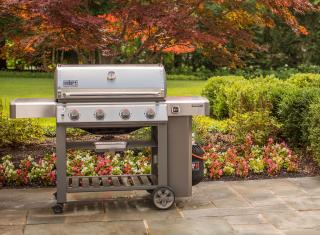 A 4 burner stainless steel BBQ from Weber combining the new GS4 grilling system with the versatility of a Gourmet BBQ system grate.