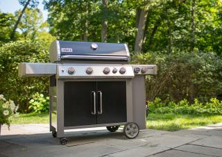 A 4 burner BBQ from Weber combining the GS4 grilling system with the versatility of a Gourmet BBQ system grate, side burner & sear burner.