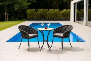 This attractive aluminium bistro set comes in a choice of colours, beige or grey with a roble hardwood table top & a choice of cushion colours.