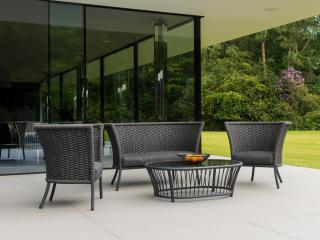 This woven olefin rope lounge set with a straight top comes in a choice of colours & has a glass tabletop.