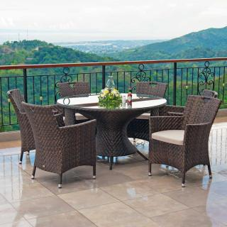 This stylish table comes with a glass table top & matching dining armchairs.