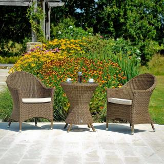A curvy resin weave set which is perfect for the patio.