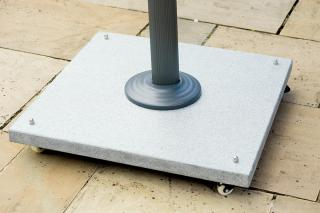 This heavyweight granite parasol base with wheels is ideal for cantilever parasols.