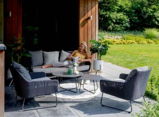 This attractive four seat set has a stainless steel frame with an anthracite finish & matching Hularo weave.