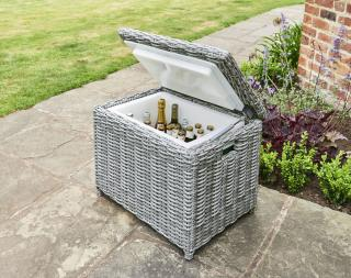 This resin weave cool box matches the Lynford range but also makes an attractive addition to any garden set.