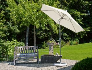 This Swiss made 3m tilting parasol is affordable yet stylish with an aluminium pole that has a crank mechanism for easy opening & tilt mechanism, it comes in a choice of canopy colours.
