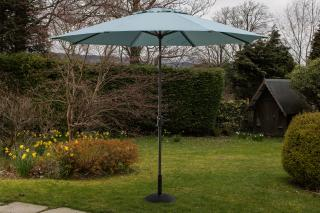 This crank & tilt parasol comes in a range of colours. Base not included.