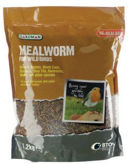 Excellent source of food for wild birds. Very easy to use all year round, either straight from the pack or re-hydrated by soaking for 15 minutes in water.