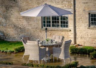 The splendid Ascot 120cm Round Four Seater Set is perfect for al fresco dining.