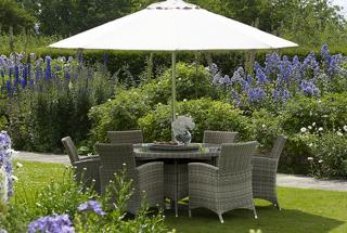 The stylish Cotswold 140cm Dining Set is ideal for the garden or patio.