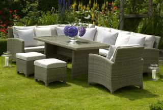 The stylish Naunton Manor Cotswold Casual Dining Set is ideal for the garden or patio.
