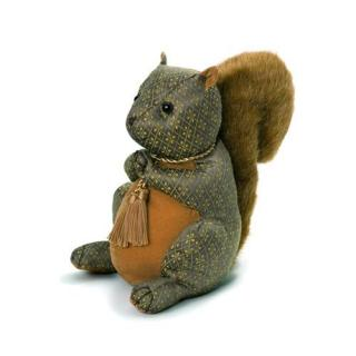 Hazel Nut Brown Squirrel would make a great traditionally designed doorstop gift. Code DS85.