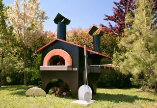 The Forno Fiesta Pizza Oven with Barbeque will cater for all you foodies out there.