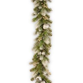 This artificial Christmas garland is a glittering mix of silver pomegranates & champagne berries with frosty white tipped branches.