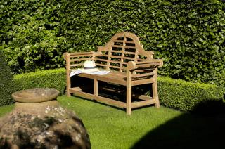 Bramblecrest Code HBLT1. The distinctive Lutyens Bench will make a stunning statement within the garden.  This is a pre-built ready assembled Teak Benchn comes with a free cushion.