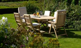 The Kempton 208cm Extending Set is perfect for alfresco dining.
