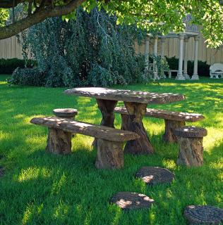 The Kelkay Woodland Table Set will be an absolute delight in the garden.
