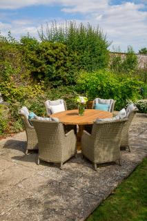 The Kuta 145cm Set is a beautiful, unique dining set that will sit perfectly in any garden.