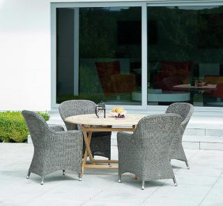 This mixed materials set has nicely curved armchairs which complement the 1.3m Roble hardwood table.