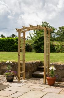 This quality garden arch has a curved and notched rafter top with rebated trellis side panels.