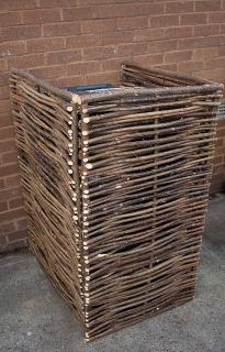 Why not smarten up your wheelie bin with this eco friendly screen.