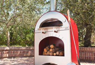 The Forno Pizza and Brace Oven will fit into all environments; ideal for terraces and compact gardens.