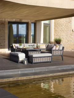 Bramblecrest Porofino Casual Modular Dining Suite with Firepit