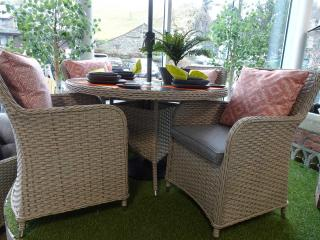 Wow, what more can be said about the fantastic Genoa 120cm Round Dining Set for Four.