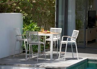 This sleek aluminium & teak 4 seat set comes with premium-grade olefin seat cushions.