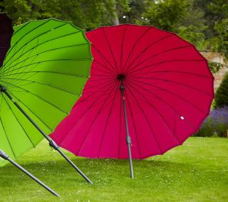 This parasol has a crank and tilt mechanism and comes in a range of lovely colours.