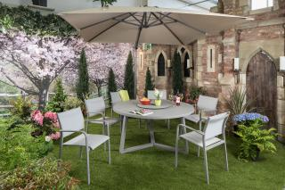 This round aluminium garden set comes with a glass top table & easily seats 6.