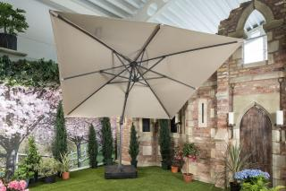 This Chichester 3m Square Parasol with 100kg wheeled base and cover from Bramblecrest has an aluminium side post parasol with crank handle mechanism. SPPG8.