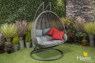 This Double Cocoon is ideal for relaxing in a sunny spot in the garden.