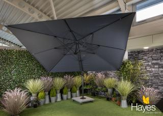 This parasol special offer includes a cantilever parasol, 150kg wheeled base & protective cover.