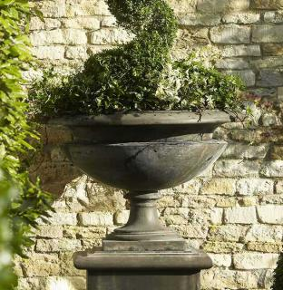 Bramblecrest Code SPFV114. This stylish Urn would make a great feature in the garden.
